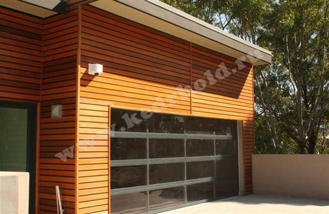 При установке фасадов из дерева